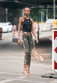 Versace Jeans Couture - JEWELS CROSSBODY - Across body bag - nero - 2