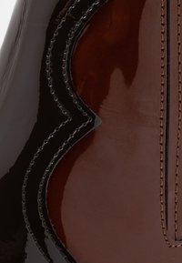 E8 BY MIISTA - MINEA - Biker-/cowboynilkkurit - dark brown/brown - 2