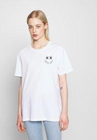 YOURTURN - T-shirt z nadrukiem - white - 3