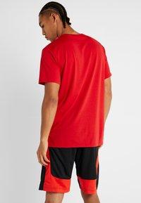 Nike Performance - Basic T-shirt - university red/black - 2