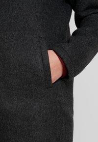 Vero Moda Curve - VMBRUSHED KATRINE  - Krátký kabát - dark grey melange - 4