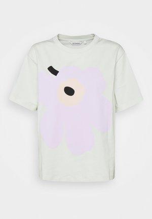 VAIKUTUS UNIKKO - T-shirt imprimé - light green/light pink/black