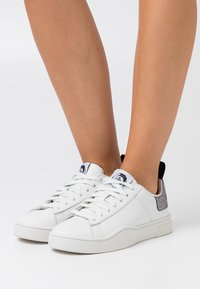 Diesel - CLEVER S-CLEVER LOW LACE W - Trainers - white/silver - 0