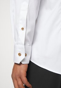 Eton - CONTEMPORARYWHITE ETON POPLIN SHIRT - Formal shirt - white poplin - 5