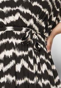 Dorothy Perkins Curve - WRAP SPOT  - Vestido largo - black/offwhite - 4