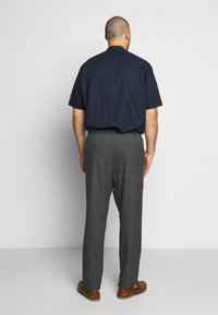 Only & Sons - ONSLINUS LONG CHECK - Trousers - medium grey melange - 2