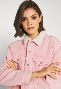 Levi's® - TRUCKER - Denim jacket - chalky blush - 3