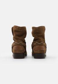 Musse & Cloud - MARGO - Cowboy/biker ankle boot - cognac - 3