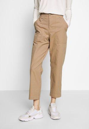 MONA CASUAL PANTS - Spodnie materiałowe - amphora