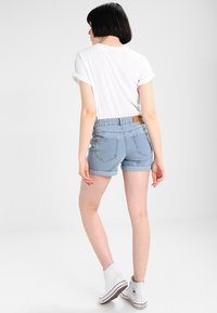 Noisy May - NMBE LUCY FOLD - Jeans Shorts - light blue denim - 2