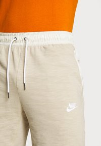 Nike Sportswear - MIX - Shorts - grain/coconut milk/ice silver/white - 3