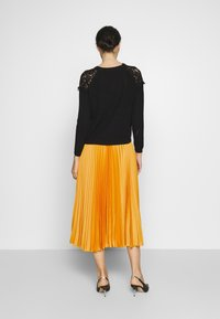 Closet - CLOSET PLEATED SKIRT - A-line skirt - mustard - 2