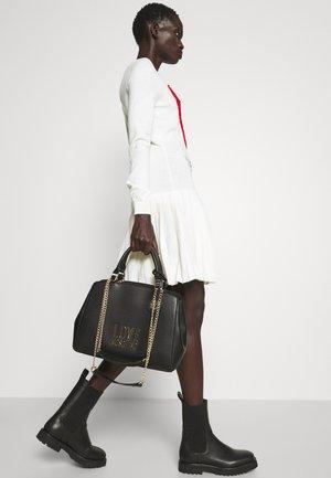 TOP HANDLE CHAIN HANDBAG - Handbag - black