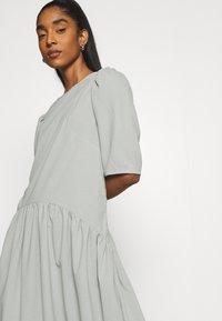 Missguided - CURVED WAIST SMOCK DRESS - Maxi dress - khaki - 4