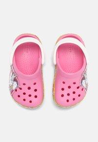 Crocs - FL UNICORN LIGHTS - Mules - pink lemonade - 3