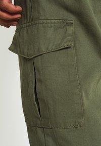 Redefined Rebel - JACOB PANTS - Pantaloni cargo - thyme - 3