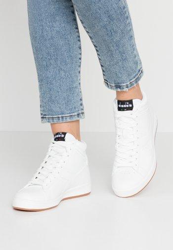 GAME  - Sneakers alte - white