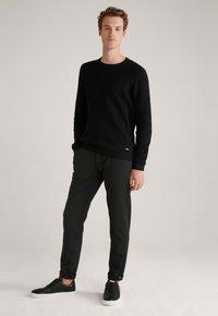 JOOP! Jeans - MAXTON3-W - Trousers - schwarz gemustert - 1