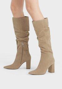 Bershka - IN KNITTEROPTIK  - Vysoká obuv - beige - 0