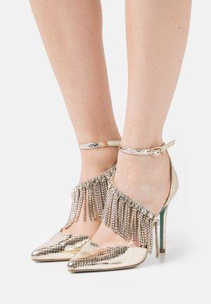 MAZE - Classic heels - gold