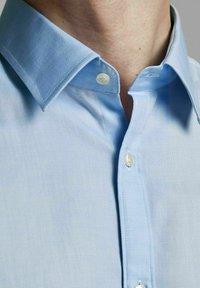 Jack & Jones PREMIUM - Formal shirt - light blue - 3