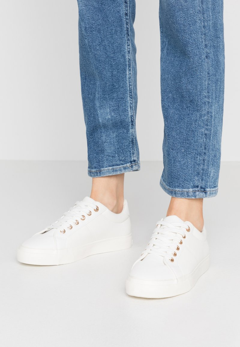Topshop - CAMDEN LACE UP - Baskets basses - white