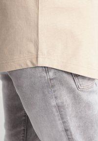Urban Classics - LONG SHAPED TURNUP - Basic T-shirt - sand - 4