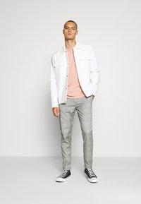 Shine Original - CHECKED CLUB TROUSERS - Pantalon classique - grey - 1