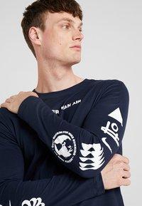 Nike Performance - DRY RUN SEASONAL  - Camiseta de deporte - obsidian/white - 4