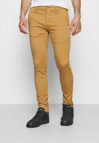 Replay - ZEUMAR HYPERFLEX  - Jeans slim fit - havana - 0