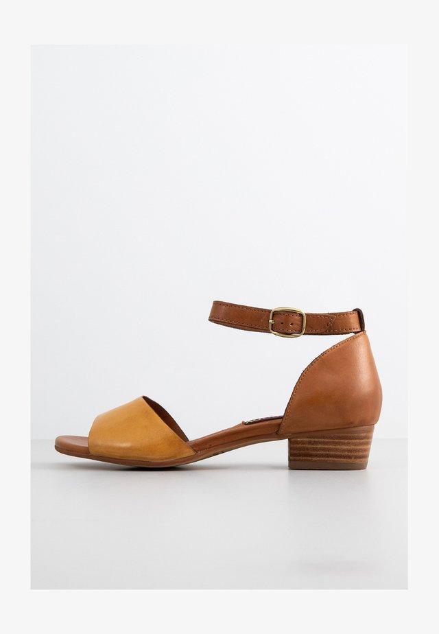 Sandalias - sole