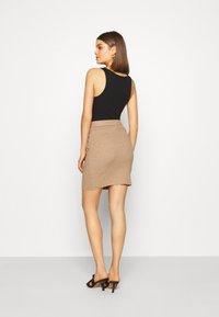 b.young - BYMALTO SHORT SKIRT - Mini skirt - golden sand - 2