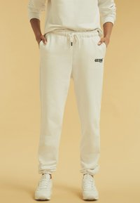 Guess - Tracksuit bottoms - weiß - 0
