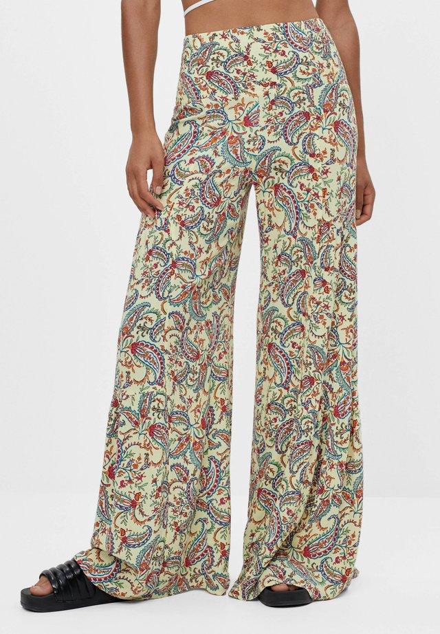 HOSE MIT PAISLEY-PRINT UND WEITEM BEIN - Pantalon classique - yellow