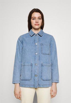 Denim jacket - heavy vintage wash