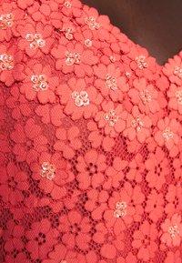 MICHAEL Michael Kors - FLORAL DRESS - Cocktailklänning - coral peach - 8