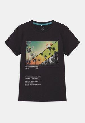 NKMHABEN  - T-shirt con stampa - black