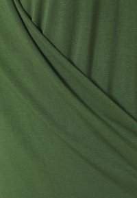 Banana Republic - THREADSOFT WRAP - Print T-shirt - eucalyptas - 2
