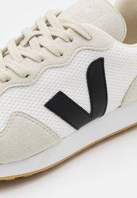 Veja - SDU REC - Matalavartiset tennarit - white/black/natural - 5