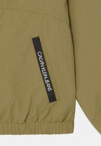 Calvin Klein Jeans - MONOGRAM BADGE - Lehká bunda - green - 2