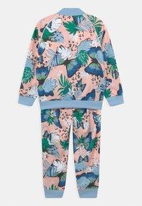 adidas Originals - SET UNISEX - Training jacket - haze coral/multicolor - 1