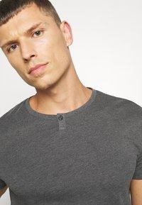 Pier One - Basic T-shirt - mottled dark grey - 4