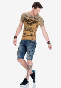 Cipo & Baxx - Print T-shirt - mustard - 1