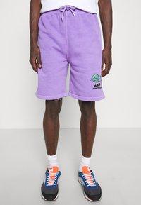 Vintage Supply - OVERDYE BRANDED - Shorts - lilac - 0