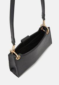 Pieces - PCJUKINA SHOULDER BAG - Handbag - black/gold - 2