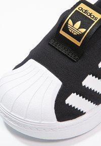 adidas Originals - SUPERSTAR 360  - Półbuty wsuwane - core black/white - 5