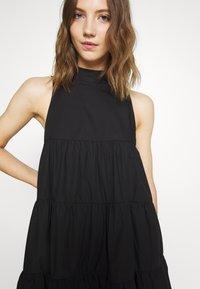 Missguided - POPLIN SLEEVELESS TIERED SMOCK DRESS - Vestido informal - black - 4