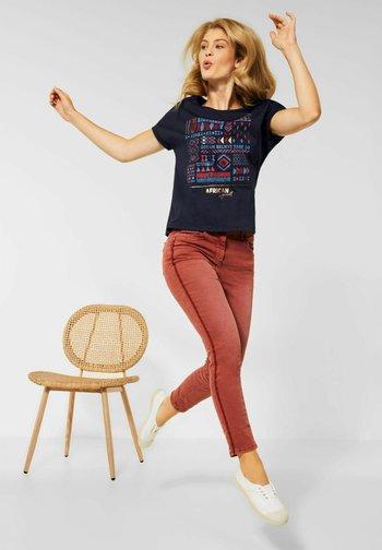 MIT ETHNO-PRINT - Print T-shirt - blau