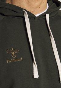 Hummel - HMLMOVE CLASSIC HOODIE - Luvtröja - rosin - 3
