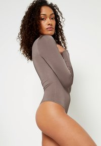 Missguided - ASSET SCULPTED SLINKY SQUARE NECK - Pitkähihainen paita - nude brown - 3